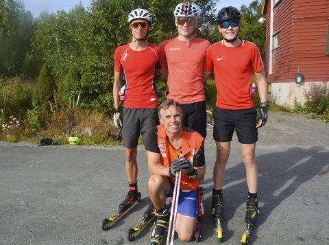INSTRUKSJONER: Tidligere landslagssjef Vidar Løfshus var trener. Her er Kristoffer Grønvik fra Mosjøen i (midten bak) sammen med Erik Irgum (t.v.) og Birk Fjellheim fra Bossmo/Ytteren.
