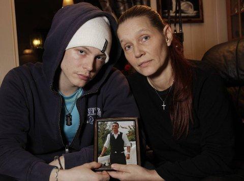 KRITISKE: Politiet i Kirkenes har lovet familien innsyn i saken, men de venter fortsatt, halvannet år etter.