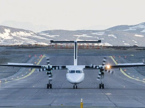 BØR TAKKE OG BUKKE: Flere fremtredende politikere vil si ja takk til ny lufthavn i Hammerfest-regionen, bare den ikke blir for lang. Flyplasseier Avinor vil bruke penger på 1.550 meter rullebane, noe politikerne i Finnmark bare bør takke og bukke til.FOTO: STIAN ELIASSEN