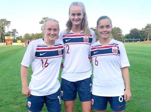 LANDSLAGSSPILLERE: Ingeborg Lye Skretting (f.v.), Emma Braut Brunes og Sofie Bjørnsen som J16-landslagsspillere i fjor. Nå skal de til Italia med J17-landslaget.