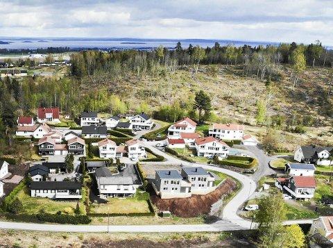 Eiendomssalg i oktober: Det ble solgt totalt 132 eiendommer i Holmestrand kommune i oktober. Nye boliger på Nordre Berg.foto: Ulrikke G. Narvesen