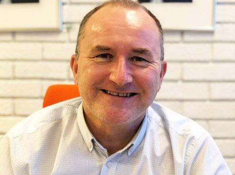 Kommunedirektør hans Erik Utne er glad for den positive trenden i smittesituasjonen i kommunen.