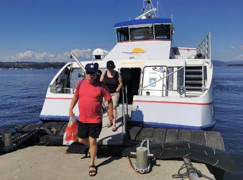 POPULÆR SOMMERÅPNING: Mange tok turen med Sommerbåten til Langøya lørdag.