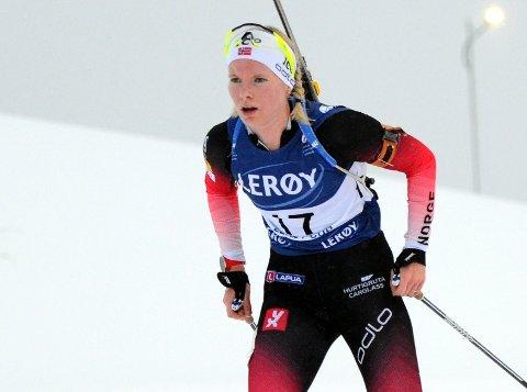 PÅ PALLEN: Ragnhild Femsteinevik gjekk fort og skaut brukbert da ho blei lønna med tredjeplass i laurdagens norgescuprenn i skiskyting.