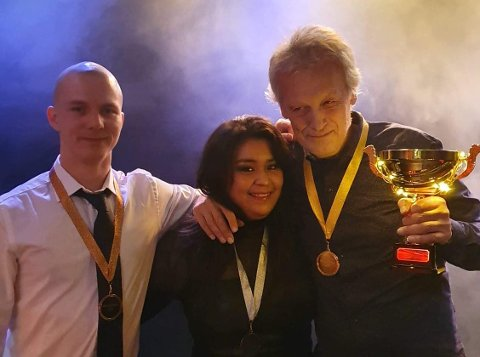 FRIVILLIGE: Her er tre av de frivillige på EnergiMølla i 2019. Fra venstre: Magnus Klausmark, Marita Daniela Bråthen og Øystein Klonteig.