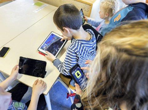 Elever i Lier skal bruke iPad, men kommunen har ikke kjøpt tastaturer. Dette er det flere som reagerer på.