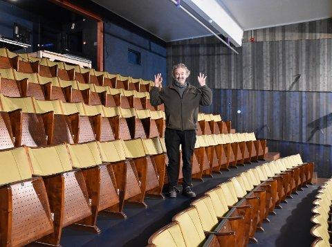 TEATERFESTIVAL: Thorbjørn Gabrielsen krysser fingre for at koronapandemien ikke ødelegger Stamsund Teaterfestival. I år kommer bare norske grupper. Arkivfoto: Lofotposten