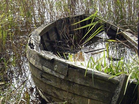 Problematisk: Forlatte båter koster dyrt.