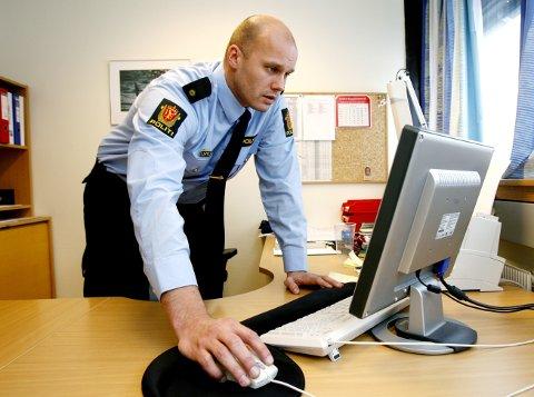 På vakt: Vegard Tillung ved Vansjø lensmannskontor ber huseiere om å være ekstra på vakt. - Og la gjerne lys stå på i boligen selv om dere ikke er hjemme, sier han.