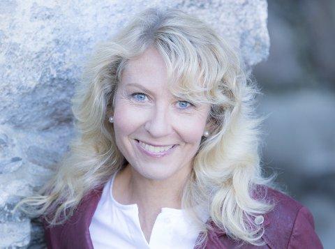 MOR OG FORFATTER: Bibliotekets venner i Son inviterer til forfatterkveld med Kristin M. Hauge.