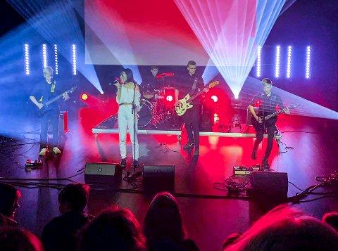 ROCK: Pioneer består av: Justin Lia Jøraholmen (bass), gitaristene Mads Enger Johansen og Håkon Heide Mathisen, Andreas Norman Hjorth (trommer) og vokalist Mie Mathilde Vold Vallner.