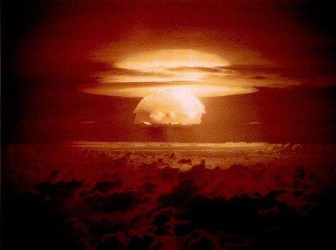 HYDROGENBOMBE: Atombombene som ble sluppet over Japan i 1945 var fisjonsvåpen. De ble snart etterfulgt av fusjonsvåpen, i dagligtale kalt hydrogenbomber. Den verste av dem alle var «Tsar Bomba», den største bomben som er konstruert og detonert. Da den eksploderte i 1961, kunne man se lysglimtet 2000 kilometer unna.