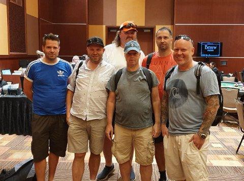 ALT VEL: Pokergjengen fra Gjøvik-området, som fra venstre Bjørnar Skogstad, Allan Granum, Dag Sture Tofsrud, Geir Håkon Clausen,samt to til er i god behold etter jordskjelvet på vestkysten av USA.