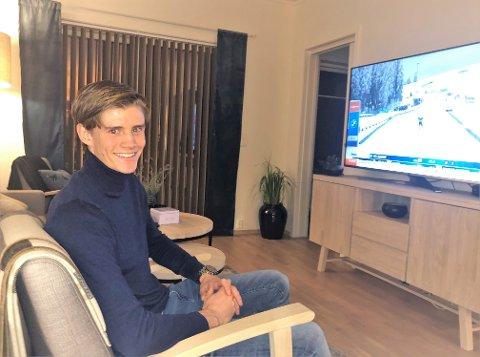 FORNØYD: Nicolai Fosso Fremstad storkoser seg i sin egen nye leilighet på Raufoss.