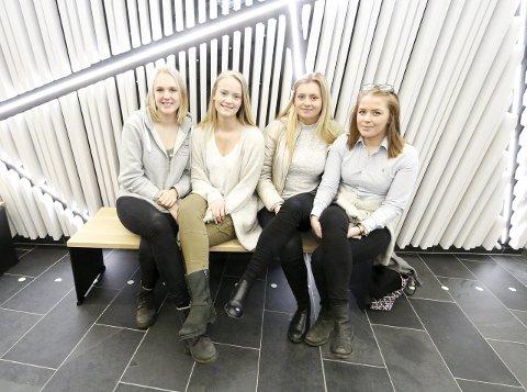KLARE: Fra venstre Sara Prestvik Kristensen, Maja Simonsen Nilsen, Charlotte Hoff Ludvigsen og Karoline Bergli. FOTO: STIG PERSSON