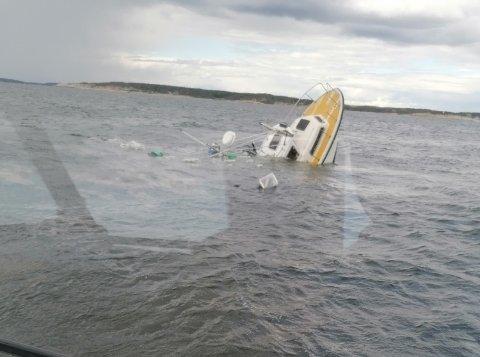 DRAMA: En 30 fots plastsjark sank utenfor Skjærhalden med 11 personer ombord. Alle ble reddet over i RS Horn Stayer som kom raskt på plass