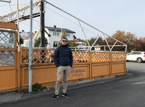 LETTET: Anders Juul-Vadem har endelig fått tillatelse fra kommunen til å rive den gamle uteserveringen. I 2021 skal det nye serveringsstedet være klar til åpning.