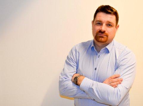 HAR RÅDMANNSAMBISJONER: Ole Frode Mikkelsgård er rektor på ELVIS og Venstres toppkandidat i Hedmark. Han kan også tenke seg å bli rådmann og har søkt flere rådmannsjobber. (Foto: Bjørn-Frode Løvlund)