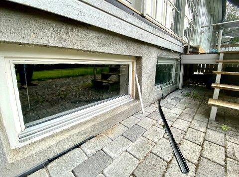 BRØT SEG INN: Dette kjellervinduet hos en beboer i Olav Duuns veg på Hanstad ble brutt opp.