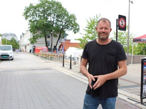ALT ER BOOKET: Hans Arne «Hasse» Frøland har booket samtlige artister, og alle avtaler i forhold til gjennomføringen av Porsgrunnsfestivalen 11. og 12. september er i boks.