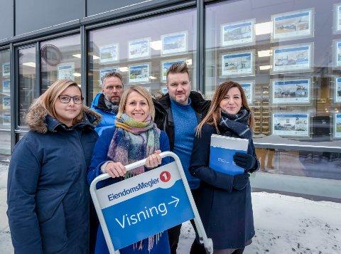 - Det blir spennende å se hvordan det blir mottatt, sier Isabel Halsøy fra EiendomsMegler 1. Fra venstre: Sirén Aasheim Rødahl , Gisle Kallestad, Tina Jakobsen, Thomas Nygaard og Isabel Halsøy.