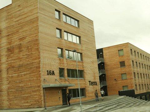 De nye studentboligene i Hønefoss er bygget i tre. Hit kommer deltakerne på seminaret for å la seg inspirere.