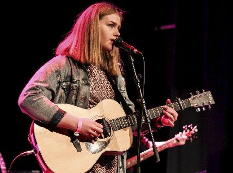 UKM 2016: Ingeborg Bratvold spilte gitar under fjorårets UKM-konkurranse.