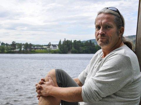 ENGASJERT: Bård «Bobby» Brørby håper på mer gatekunst på Jevnaker etter hvert.