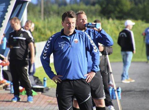 FRUSTRERT: Atle Søgård og Fet mistet to viktige poeng i opprykkskampen, da de kun klarte uavgjort mot Åkrene.