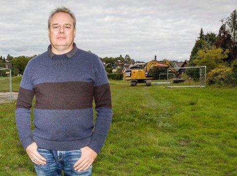 DET TAR PÅ: Vidar Hoel og beboerne som ikke vil bli innløst av kommunen forteller at det tærer på kreftene. FOTO: MIKE HILLINGSETER