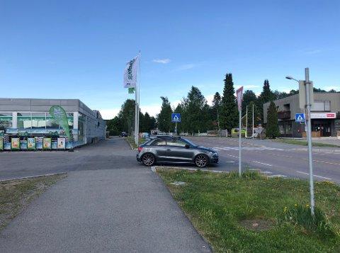 Thon protesterer på vedtaket som innebærer at Kiwi og Europris på Kløfta mister den direkte innkjøringen til parkeringen.