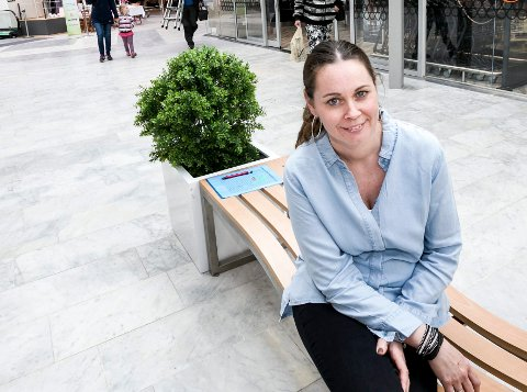 VEKST: Senterleder Siri Heimlund ser ikke bort i fra at hun nå har noen flere tilreisende kunder. (Foto: Tom Gustavsen)