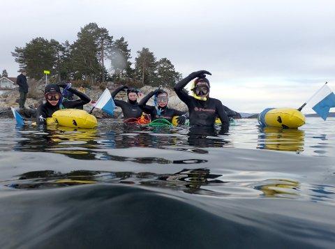 FRISK GJENG: Seks fridykkergutter fra Slemmestad holdt på i nesten en time i det kalde vannet.