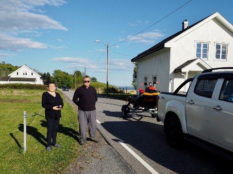 BEKYMREDE NABOER: Liv Edvardsen og Hans Kristian Stenestø liker ikke utviklingen.