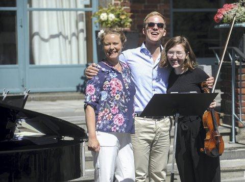 SMILENDE TRIO: Stine Mari Langstrand, Thormod Rønning Kvam og Victoria Putterman på Midtåsen. (Alle foto: Erik Andreassen)