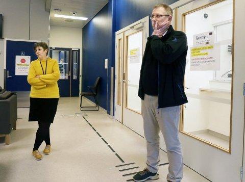 Svein Henning Haarr har vært fastlege på Ganddal legesenter siden 1985. Her sammen med legevaktsjef Gudrun Riska Thorsen.
