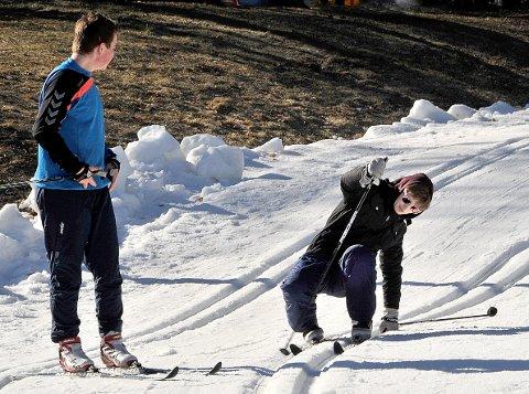 IHERDIG: Sergei Duque (16) synes de norske skiinstruktørene var flinke selv om det endte med et par fall.