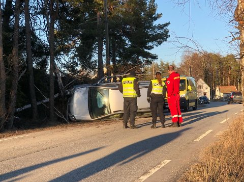 En bil er involvert i en ulykke på Hasle.