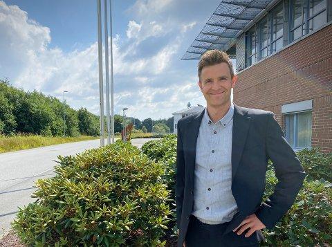 Sindre Aven jobber i Firstrate Consulting i Risavika og hjelper bedrifter til å få tak i ansatte.