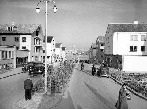 Kaibakken dannet aksen for gjenreisningen av Kristiansund etter krigen. Harry B.A Strand, tidligere journalist og kommentator i Adresseavisen, mener det er på tide at Kristiansund hedrer planleggeren, Sverre Pedersen.