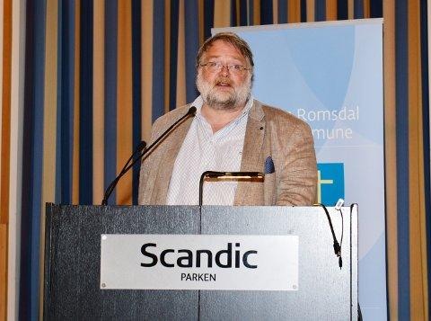 Nils Fløystad, Nordmørslista, ville prioritere Kristiansund videregående på bekostning av Ålesund.