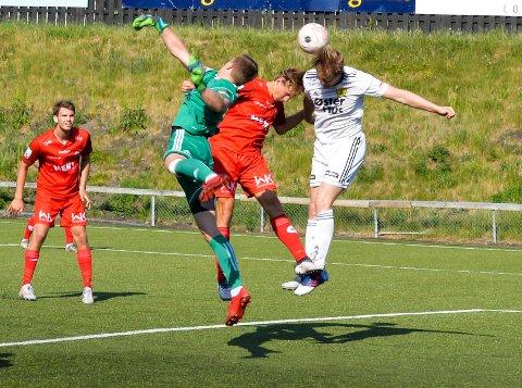 TETT KAMP: FK Tønsberg fikk med seg ett poeng fra bortekampen mot Staal Jørpeland lørdag. Her fra kampen mot Sola forleden.