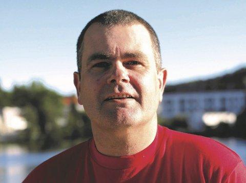 Tore Ustad jobber i dag som kontaktlærer ved Dypvåg skole. Han er en av to menn som har søkt på stillingen som rektor ved Songe skole.