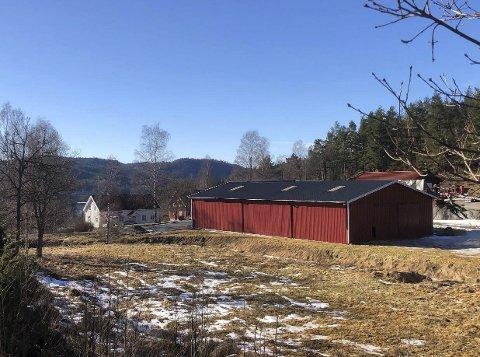 Vestre Vimme: I 1817 ble gården Vestre Vimme overtatt av Jacob Aall. I 1869 solgte Nicolai Aall gården til Geelmuyden & co, som solgte til Eilev Knuts. Lia i 1890. I 1894 ble gården solgt til Ragnvald Blakstad & co  - et firma som ble avviklet i 1904. Banken tok da over eiendommen. I mellom der var det ytterligere en eier før Aas-familien ble eiere i 1924. (Kilde: Åmli - ætt og heim)Foto: Privat