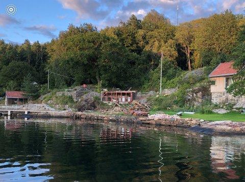 Den gamle hovedhytta på denne eiendommen på Saltnestangen er nettopp revet, og i høst skal eier Rasmus Os få bygd ei ny hytte her. Tidligere i år ble det bygd et nytt anneks på eiendommen.