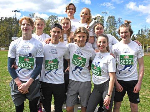 10.trinnet på Tangenåsen ungdomsskole kunne juble over førsteplass og pokal da de dro hjem seieren i eldste klasse.