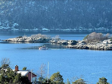 Søket etter den savnede dykkeren startet lørdag kveld. Søndag ble det gjort funn av en omkommet person i det aktuelle området i Drøbaksundet.