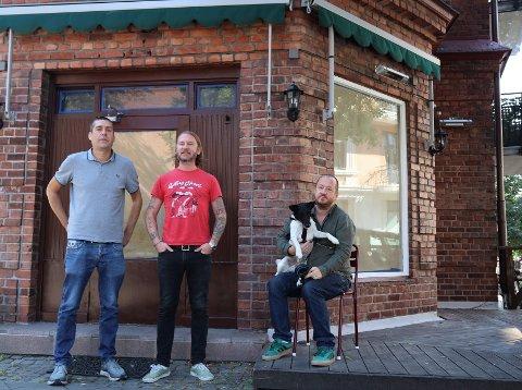 "ÅPNER NABOLAGSRESTAURANT: Aleksander Hegnar (45), Carl Martin Jahren (45) og Alexander Vaage (45) åpner ""Ansjosen"" på Adamstuen."