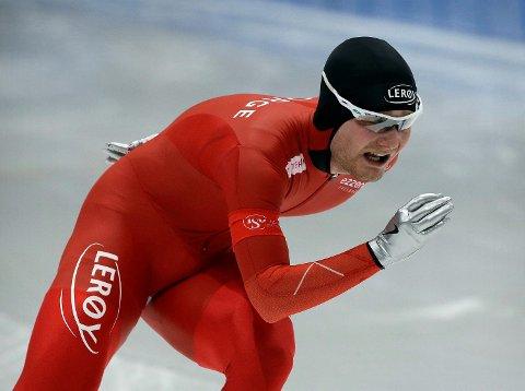 Sverre Lunde Pedersen under torsdagens 5000 meter under VM i Sør-Korea. Han gikk fort, men ikke fort nok til pallen på den glatte isen i Gangneung-hallen. Osingen endte på 6.-plass.