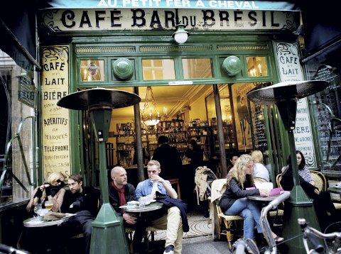 PARISISKE MØTEPLASSER: I området Le Marais er det trendy, hyggelig og fortsatt mulig å finne rimelige utesteder og                  vintage-butikker. FOTO: ANNE ELISABETH NÆSS